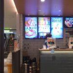 伊丹空港にあるニックストックカフェでダブルチーズハンバーガーを食べる